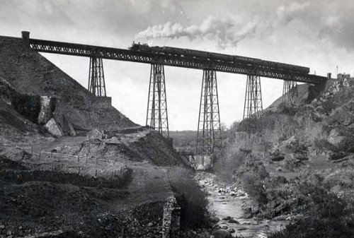 A train crosses Meldon Viaduct in the early 20th Century